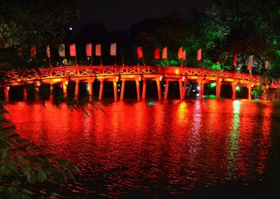 hanoi-bridge-at-night
